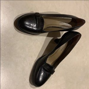 Naturalizer brown leather heels, size 9N.